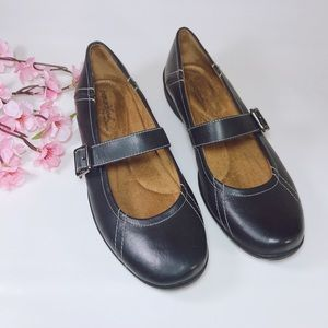 Natural Soul Reid Black Leather Mary Janes Size 8